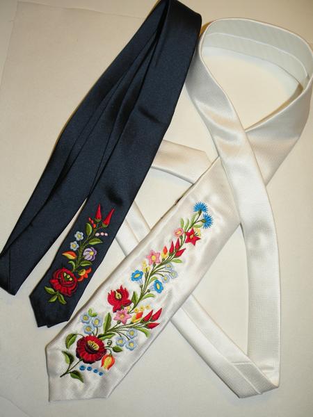 Hímzett nyakkendő 01;