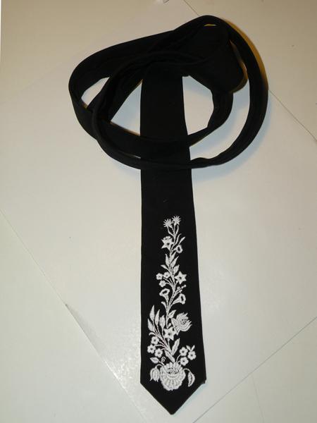 Hímzett nyakkendő 02;