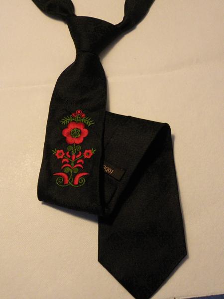 Hímzett nyakkendő 04;