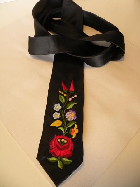 Hímzett nyakkendő 07;