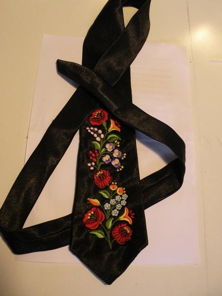 Hímzett nyakkendő 12;