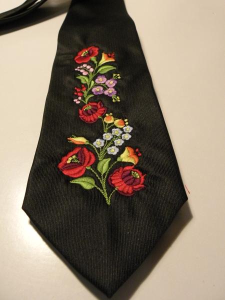 Hímzett nyakkendő 20;
