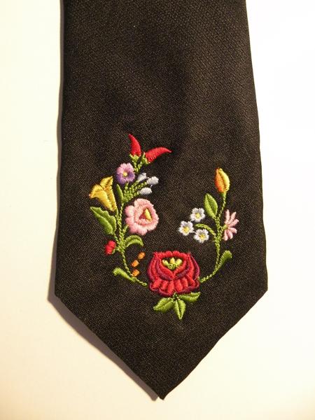 Hímzett nyakkendő 23;